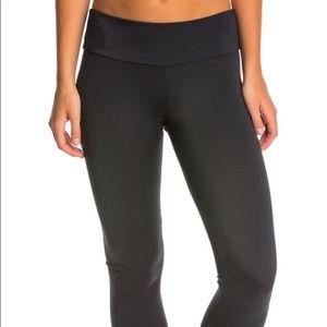 Onzie black Capri leggings size s/m